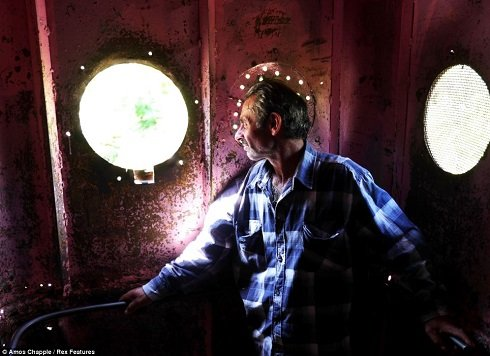 Revaze Asvadze, csiaturai lakos, ma is minden nap megteszi az utat a bányába.