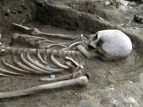 Hun kori nyújtott koponyájú temetkezés - Fotó: Sírásók Naplója