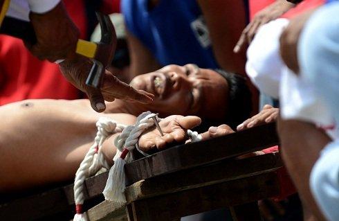 Pampanga, Fülöp-szigetek - Keresztrefeszítés
