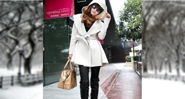 Rövid, kapucnis kabát leginkább nadrághoz illik. Ezért hívjuk sportos viseletnek.