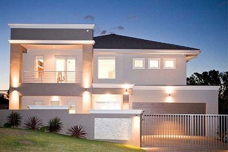 Korunk egyik legelterjedtebb kerítés stílusa. Szinte minden új építésű házat ilyen szürke-fehér kerítéssel vesznek körül.