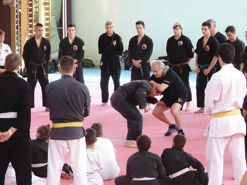 Küzdősport bemutató a XV. kerület Kontyfa utca Általános Iskola tornatermében