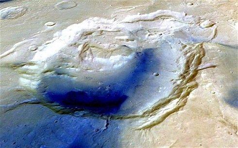 A Mars felszínén a sötét szín jelzi a fiatalabb kőzeteket. Fotó: Photo: ESA/Mars Express/Freie University