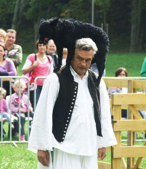 Pásztorkutyák karaktertesztje, pásztorkutyák munkaversenye és a pásztorművészet napjainkban született alkotásaiból rendezett kiállítás is látható lesz.