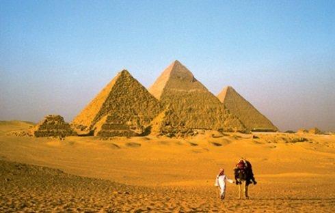 piramis és látomás)