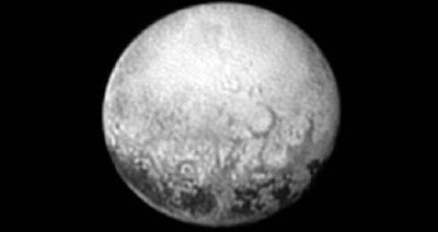 """A New Horizons utolsó képe a Plútó """"túlsó"""" oldaláról. Forrás: NASA"""