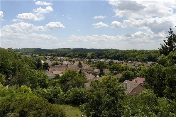 A Pest megyei Sülysáp látképe 2013. július 12-én. Sülysáp azon tizennyolc település egyike, amelynek városi címet adományozott a köztársasági elnök 2013. július 15-ei hatállyal. MTI Fotó: Kovács Tamás